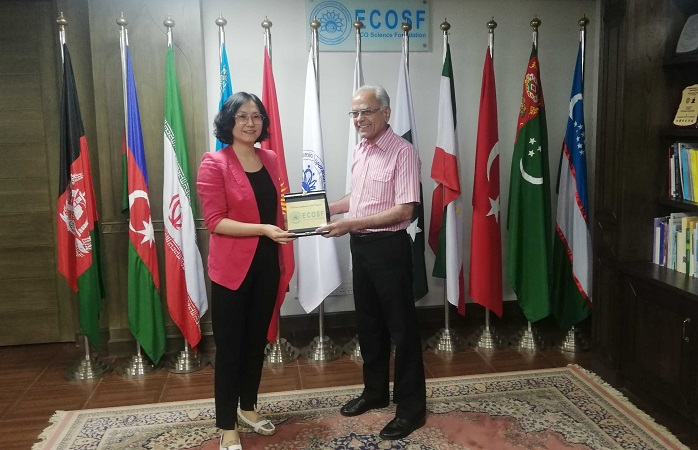 President ECOSF presenting ECOSF Insignia to Ms. WU Yuan of Beijing Association for Science and Technology (BAST) on her visit to ECOSF (Oct. 15, 2019)
