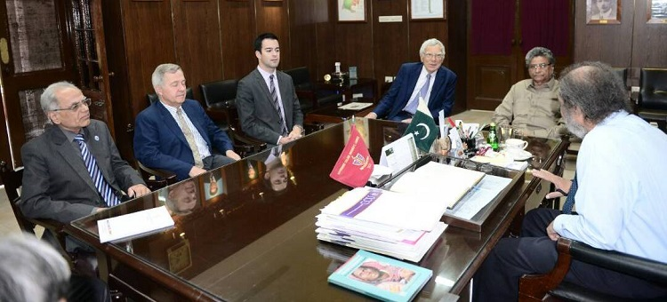 VC GC University Prof. Shah (right) welcomes Prof. Lena of LAMAP France (3rd right) and Prof. Soomro (left) along with other delegates from ECOSF and French Embassy on 12 May 2017