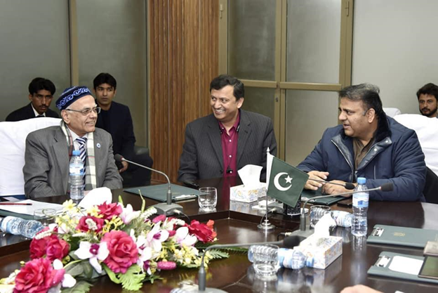 President ECOSF discussing with Minister for Science and Technology (MosT) Mr. Fawad Hussain Chaudhry (right) during a meeting on the plan of S&T innovation and wealth generation through STI Parks and start-ups (Jan. 3, 2020)